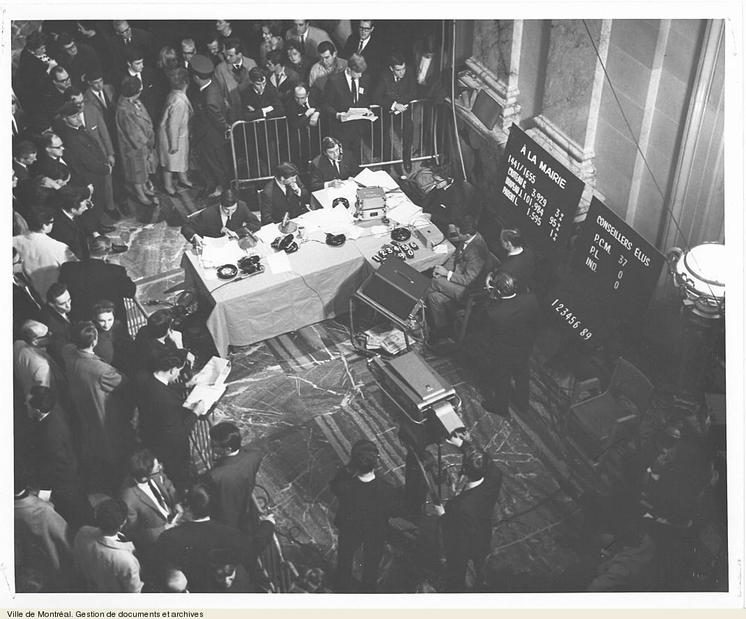 Soirée électorale du 23 octobre 1966 dans le hall d'honneur. VM6,S10,D051