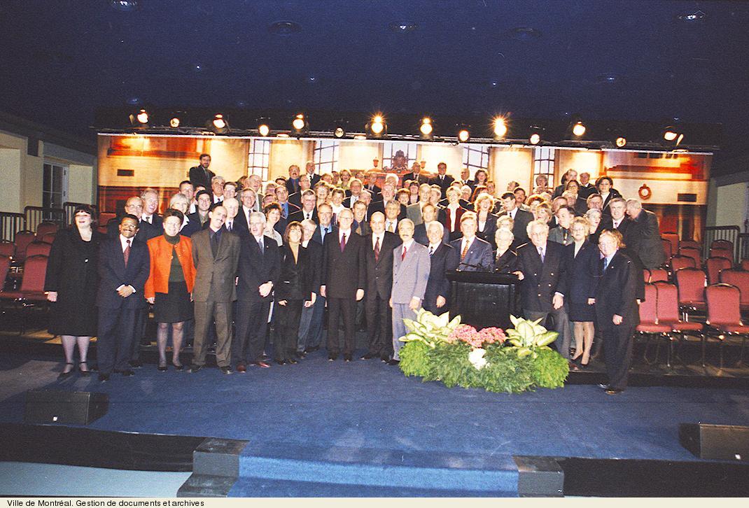 Conseil municipal de 2001, photo Denis Labine. VM94,2001-234-286