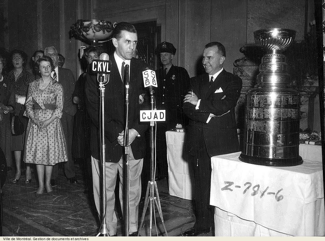 Sarto Fournier et Maurice Richard lors de la conquête de la coupe Stanley. - 16 avril 1960. VM94,Z781-6