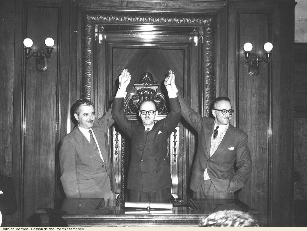 Victoire de Jean Drapeau avec Pierre Desmarais et Pacifique Plante, 25 octobre 1954. VM94,Z541-10