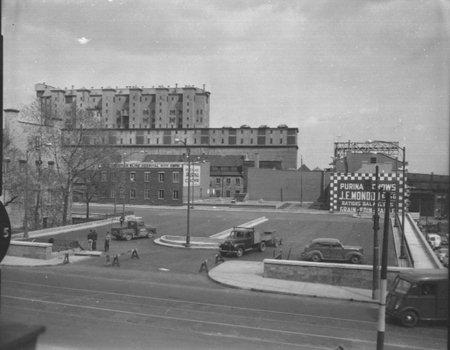 Place de la Dauversière, 25 mai 1956 planches-contacts Z-628. VM94/Y1,17,624.